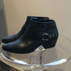 Paul Green ankle booties